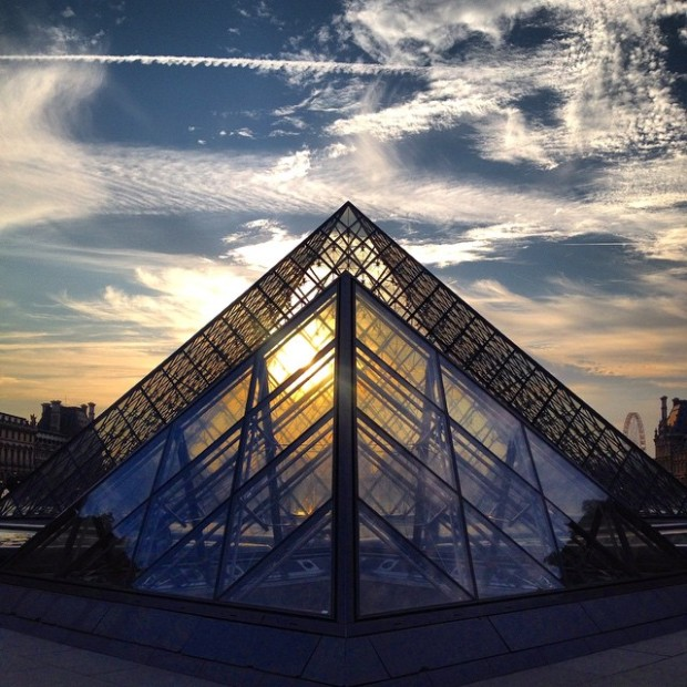 Por do Sol - Pirâmides do Louvre